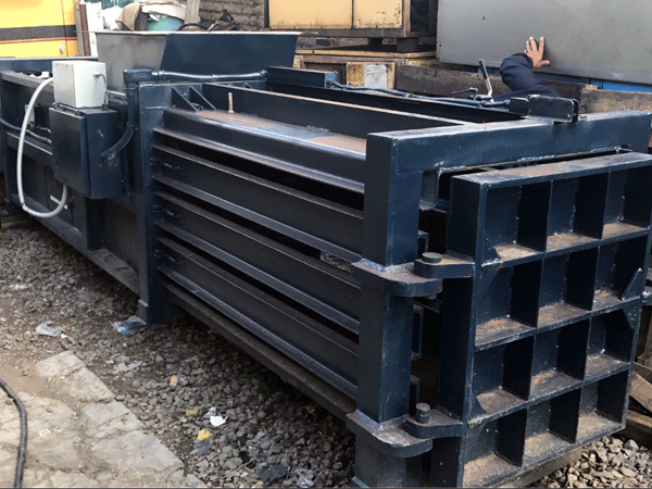 Noleggio-compattatori-scarrabili-per-raccolta-rifiuti-milano